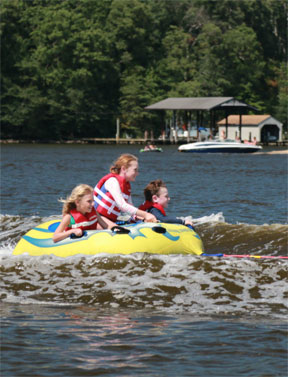 Summertime Boating Safety Tips for Families