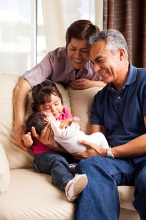 Abuelos: ayuden a proteger sus nietos contra la tos ferina con la vacuna Tdap